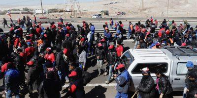 Trabajadores en huelga rechazan invitación de Escondida a reunirse este lunes