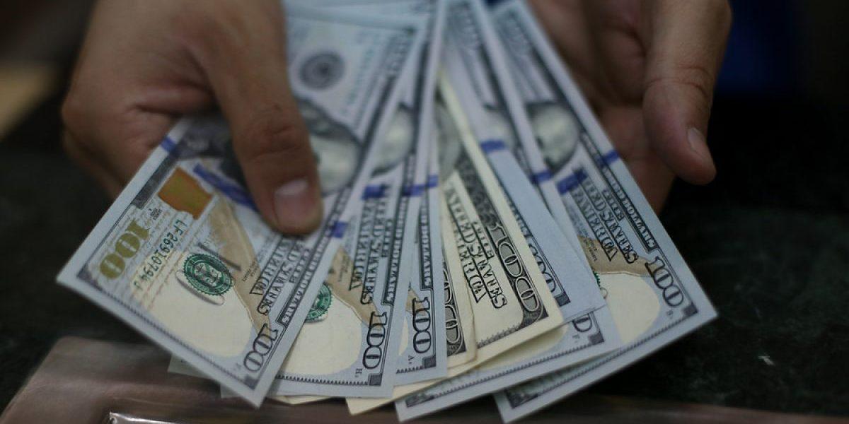 Dólar cierra a la baja por tercera jornada consecutiva, sosteniéndose sobre los $660