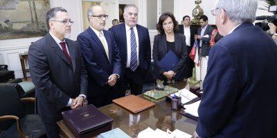 Gobierno ingresa proyecto que regula mecanismo de remuneración para altas autoridades