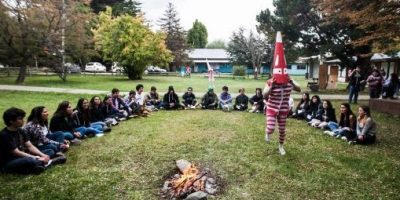 """Universidad de Magallanes celebra el ingreso de sus alumnos con un """"mechoneo Selk'nam"""""""