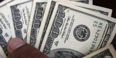 Dólar abre semana con leve alza en medio de una caída global de la divisa