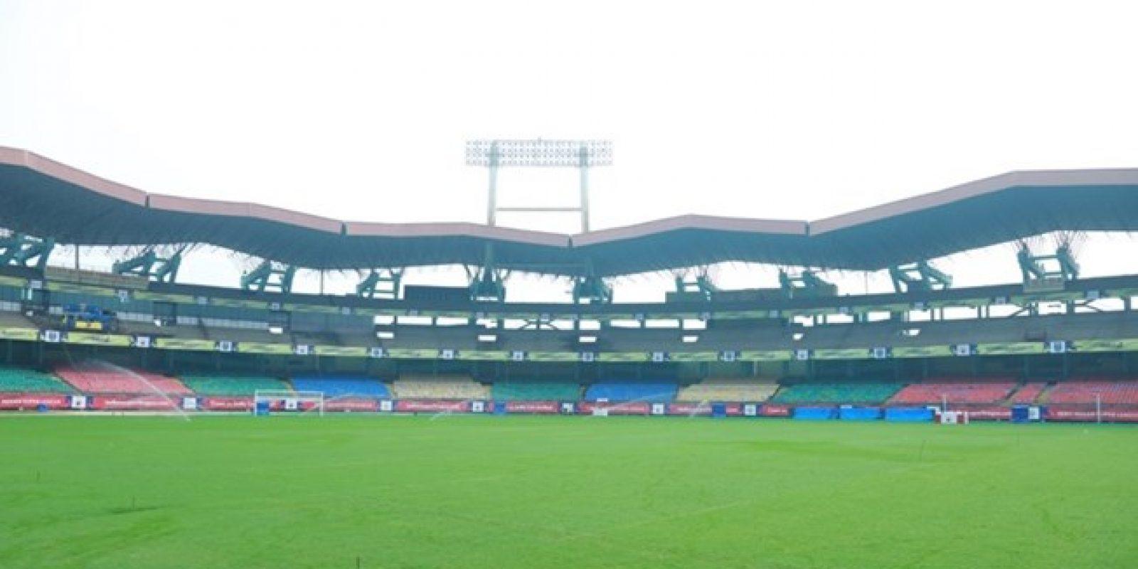 Jawaharlal Nehru International Stadium (Kochi): Otro de los estadios que rinde tributo al primer Primer Ministro de India. Construido en 1996, tiene una capacidad para 55 mil espectadores y su construcción lo hace ser uno de los recintos donde más se escucha el sonido ambiente.