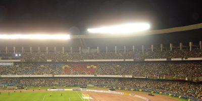 Yuva Bharti Krirangan (Kolkata): También conocido como Salt Lake Stadium, es uno de los estadios de fútbol más grande del mundo y el con mayor capacidad de India. Aunque en un momento albergó 120 mil espectadores, las distintas reformas que le han realizado lo tienen en 85 mil asistentes. Recibe los partidos de Mohun Bagan y East Bengal, de la primera división de India, y diversos encuentros de cricket