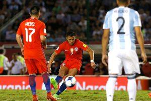 Una deuda de selección: El pobre registro de gol vía tiro libre de la Roja