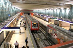 Metro de Santiago reforzará servicio en Línea 5 por partido Chile-Venezuela