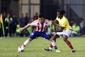 Problemas en el próximo rival de Chile: goleador de Paraguay renuncia tras diferencias con el DT