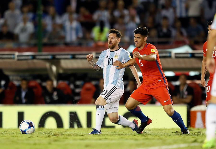 Francisco Silva jugó desde el arranque en Argentina y ante Venezuela ni siquiera fue al banco / Photosport