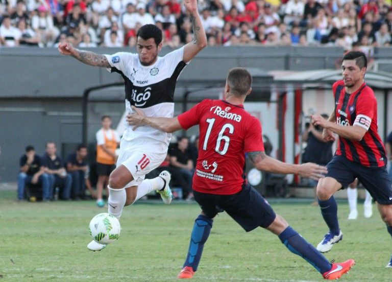 Olimpia vs. Cerro Porteño / AFP