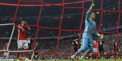 Cristiano Ronaldo recibe camiseta conmemorativa por 100 goles en Champions