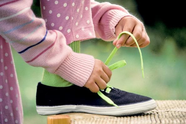 La ciencia demuestra por qué se desatan los cordones de los zapatos