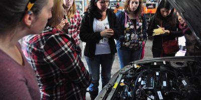 Las mujeres se toman la mecánica