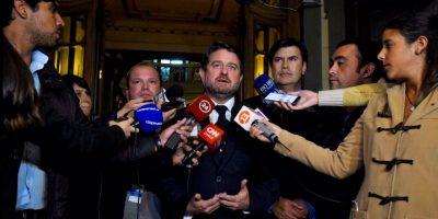Confirman corte de agua para 27 comunas de Santiago y suspensión de clases