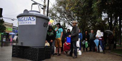 Aguas Andinas descarta compensación económica a usuarios por cortes de suministro