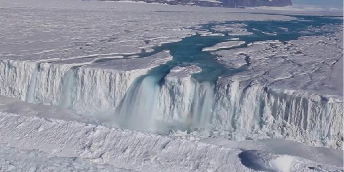 El agua que atraviesa la Antártida preocupa a los científicos