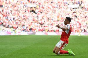 Con Inglaterra a sus pies: Alexis se llena de elogios tras meter al Arsenal en la final de la Copa FA