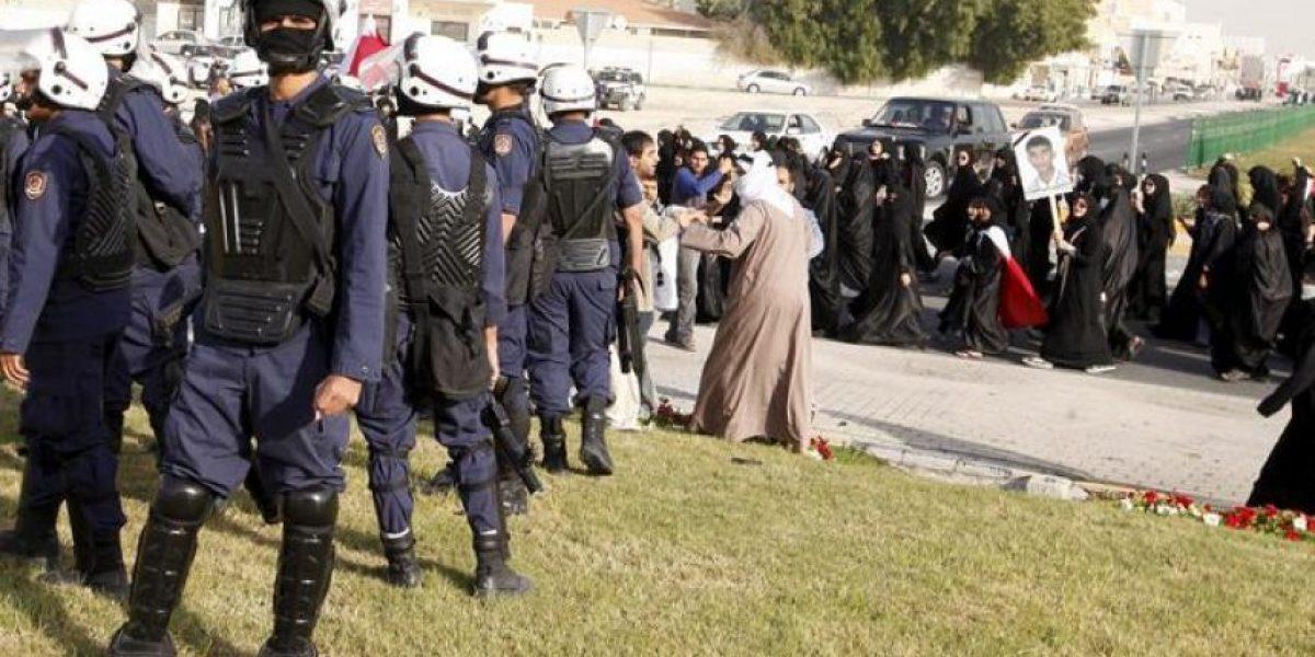 Prosiguen los choques entre manifestantes y policías en Baréin por la muerte de un joven