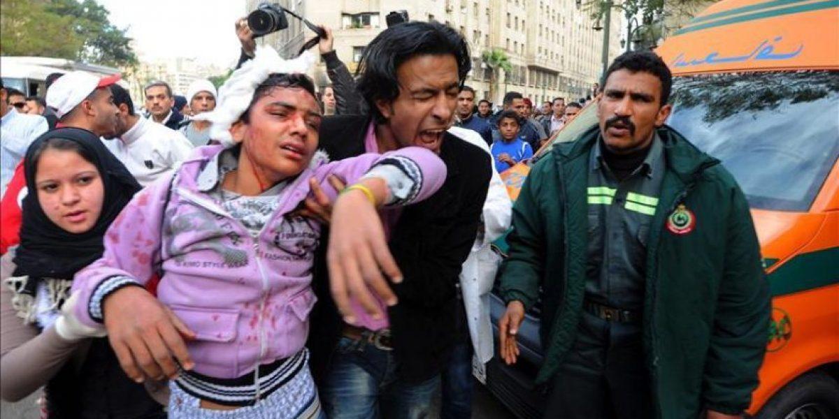 Indignación contra la represión militar en el tercer día de choques en El Cairo