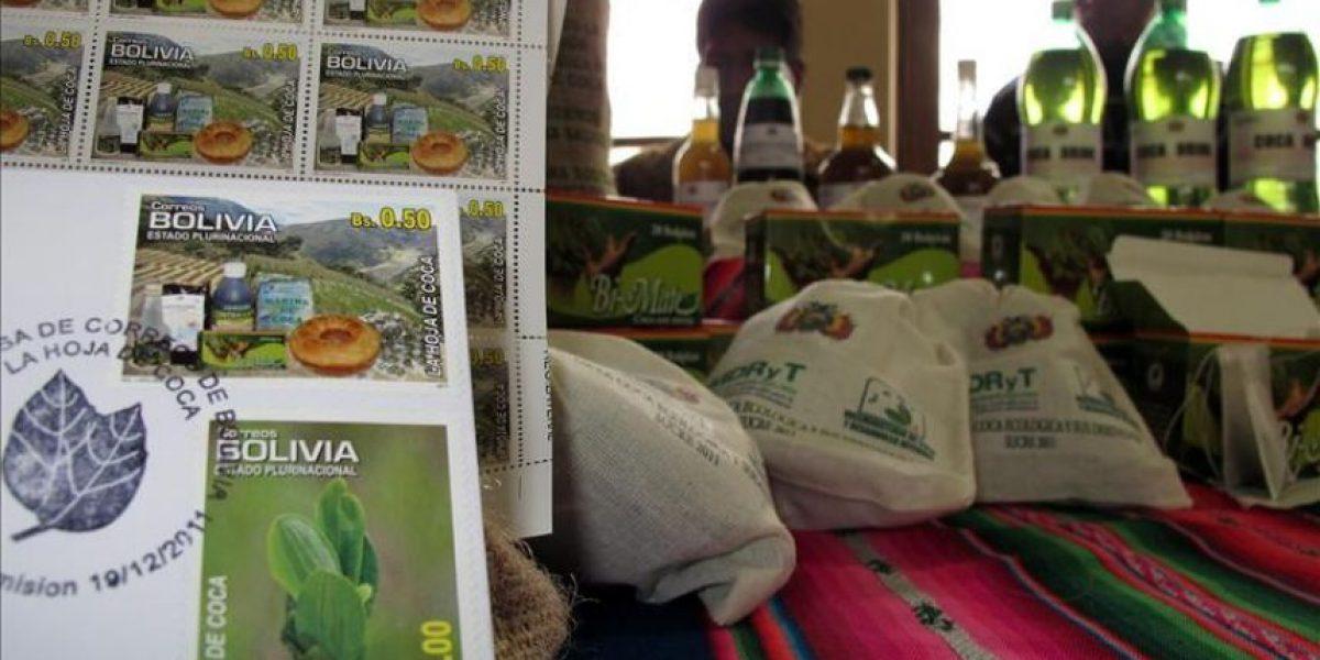Bolivia lanza sellos postales para revalorizar la hoja de coca