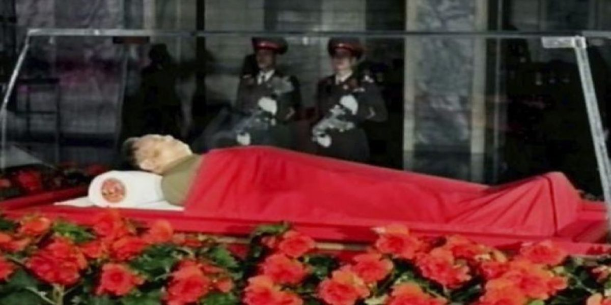 Corea del Norte vela el cuerpo sin vida de su líder y mira a la sucesión
