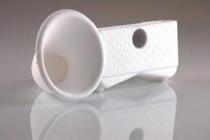 Cuerno plastico para iPhone y iPod. Puede encontrarlo en Unilago
