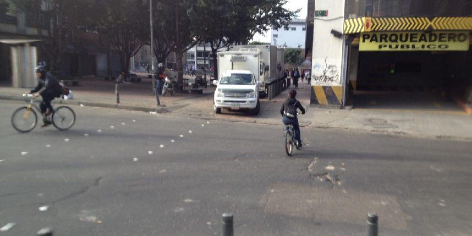 Camiones y automóviles invaden las ciclorutas. Foto:Federico Arango – Publimetro