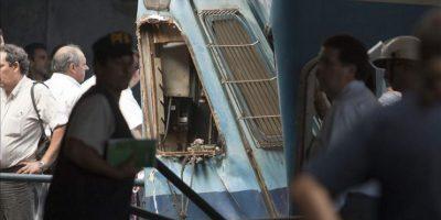 """Daniel Russo, director de la Defensa Civil, calificó de """"angustiante"""" la tarea de los bomberos para rescatar a los pasajeros que quedaron atrapados en los primeros vagones de la formación, al señalar que había """"cuerpos apilados"""". EFE"""