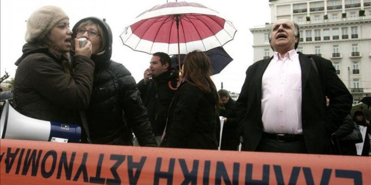 La quita de deuda griega choca con la calle y las agencias de calificación