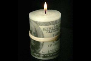Vela en forma de billetes Foto:buzzfeed.com