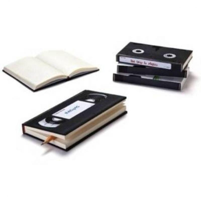 Cuadernos en forma de VHS Foto:buzzfeed.com