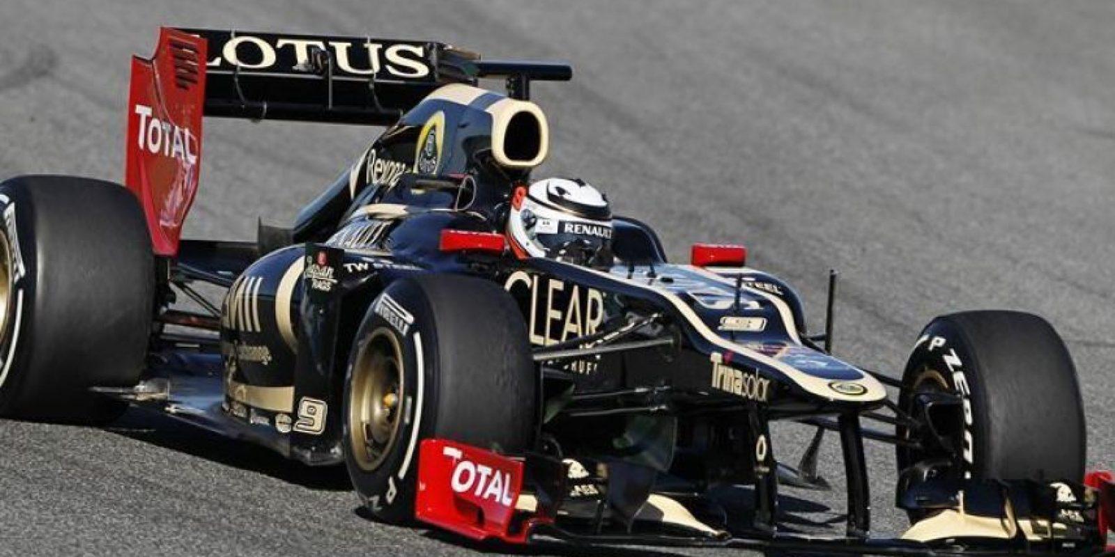 El piloto finlandés Kimi Raikkonen al volante del nuevo monoplaza E20 de la escudería Lotus durante los entrenamientos en el Circuito de Jerez. EFE/Archivo