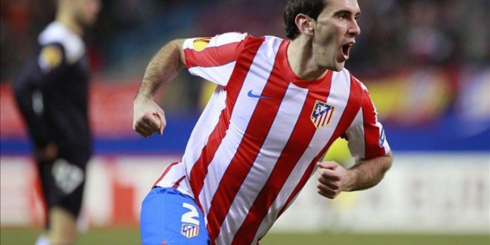 El defensa uruguayo del Atlético Madrid Diego Godín celebra el gol marcado al Lazio, durante el partido de vuelta de los dieciseisavos de final de la Liga Europa disputado en el estadio Vicente Calderón, en Madrid. EFE