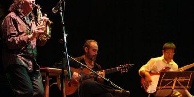 El saxofonista español Jorge Pardo (i) se presenta EL 23 de febrero de 2012, en Asunción (Paraguay). De la mano del saxofonista español Jorge Pardo, un conjunto musical sorprendió al público de la capital paraguaya con un concierto que ofreció piezas de jazz, clásica, tradicionales guaranias por bulerías y la hermosa danza de una flamenca paraguaya. EFE