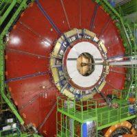 Fotografía facilitada por el Centro Europeo de Investigación Nuclear (CERN) hoy con motivo del reencendido tras dos meses de parada técnica del sistema que alimenta al Gran Acelerador de Hadrones (LCH), situado en un túnel de 27 kilómetros de circunferencia entre las fronteras de Suiza y Francia. EFE