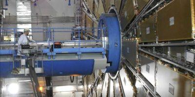 Fotografía facilitada por el Centro Europeo de Investigación Nuclear (CERN) hoy con motivo del reencendido tras dos meses de parada técnica del Gran Acelerador de Hadrones (LCH), situado en un túnel de 27 kilómetros de circunferencia entre las fronteras de Suiza y Francia. EFE