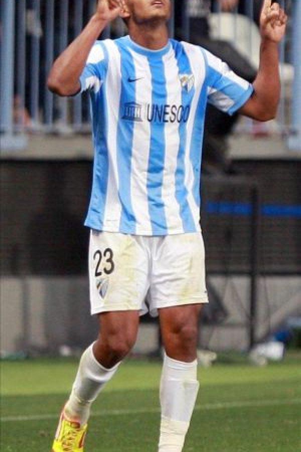 El delantero venezolano del Málaga CF José Salomón Rondón celebra su gol, el quinto de su equipo, durante el partido, correspondiente a la vigésima quinta jornada de Liga de Primera División, que ha disputado el conjunto andaluz con el Real Zaragoza en el estadio de La Rosaleda. EFE