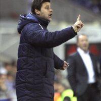 El entrenador del RCD Espanyol, Mauricio Pochettino, da instrucciones a sus jugadores durante el partido de Liga ante el Levante. EFE