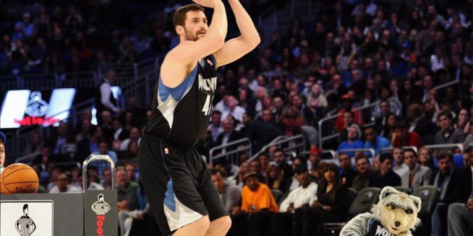 El jugador de los Timberwolves de Minnesota Kevin Love compite este 25 de febrero, en la prueba de Tres Puntos, durante el 2012 NBA All-Star Saturday Night en el Amway Center en Orlando, Florida (EE.UU.). EFE