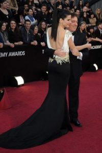 Sandra Bullock y su representante Kevin Huvane Foto:EFE