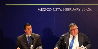 El gobernador del Banco de México Agustín Carstens (d) y el secretario de Hacienda, José Antonio Meade (i), participan este 26 de febrero, durante el tercer día de actividades de la reunión de ministros de Finanzas y gobernadores de bancos centrales del G20 en Ciudad de México. EFE