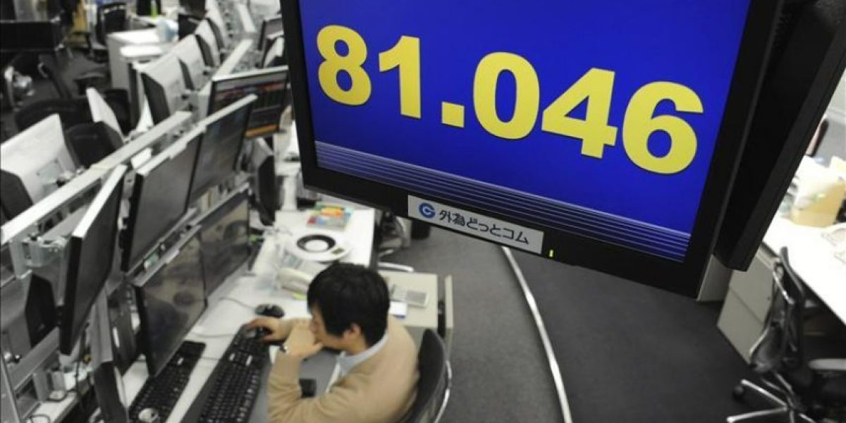 El yen toca su mínimo frente al dólar en nueve meses