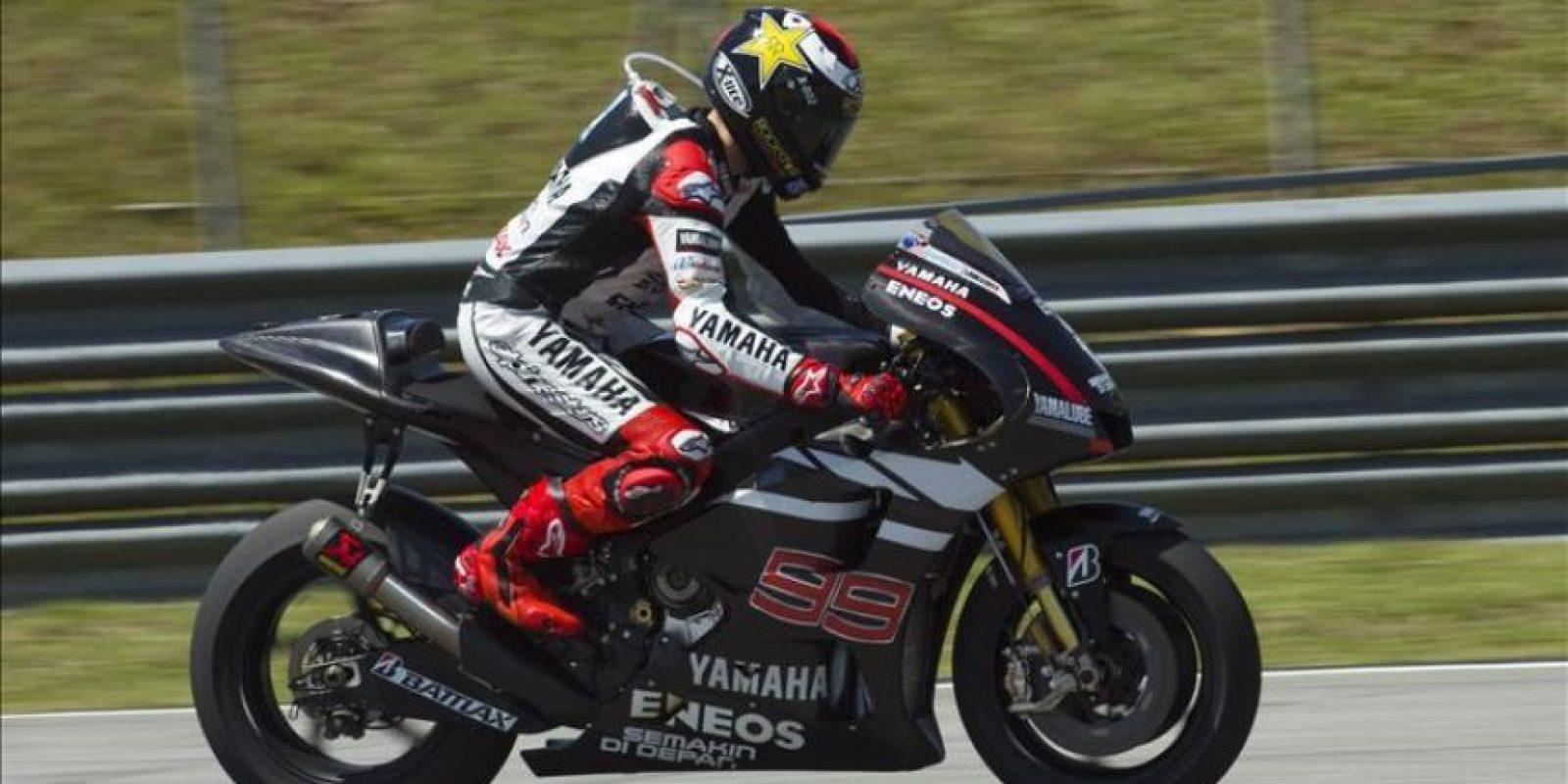El piloto español de MotoGP Jorge Lorenzo, de la escudería Yamaha, rueda en el el circuito malayo de Sepang, donde se celebran tres jornadas de entrenamientos a partir de hoy. EFE