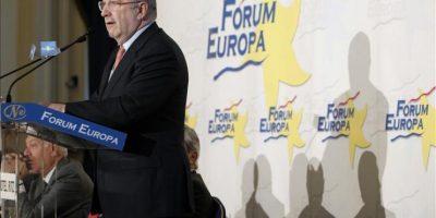 """El comisario europeo de la Competencia, Joaquín Almunia, ha pronunciado hoy una conferencia en el Fórum Europa en la que ha asegurado que hasta que Bruselas no disponga de las causas de la desviación presupuestaria de 2011 """"no puede"""" revisar el objetivo de déficit en España. EFE"""