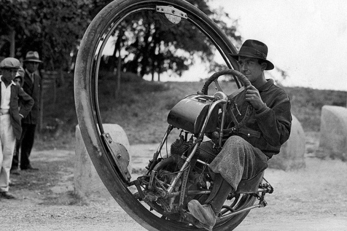 Motocicleta de una sola rueda Foto:brainpickings.org