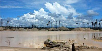 Aspecto de la zona comprendida entre la autopista Interoceánica y el río Manuani, cerca de la Reserva Nacional de Tambopata en Madre De Dios (Perú), el pasado 21 de marzo de 2012. EFE