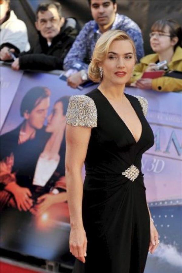 """La actriz británica Kate Winslet posa para los medios a su llegada al estreno de la película """"Titanic 3D"""" en el Royal Albert Hall de Londres. EFE"""