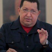 El presidente de Venezuela, Hugo Chávez (c), habla durante una reunión de trabajo con su equipo ministerial de Gobierno, emitida en cadena nacional de radio y televisión venezolanos, en La Habana, Cuba. EFE