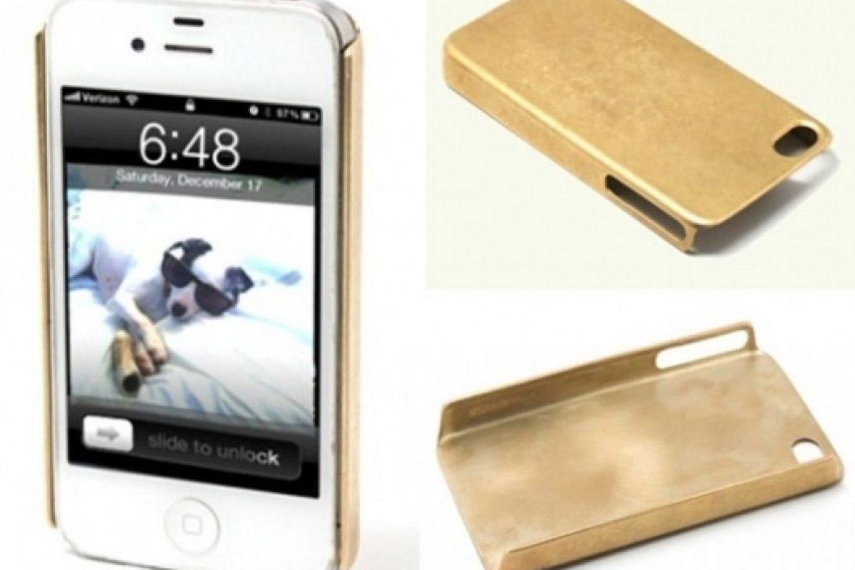 Forro para iPhone 4 de oro solido. 10,000 dólares Foto:bornrich.com
