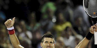 El tenista serbio Novak Djokovic celebra su victoria ante el argentino Juan Mónaco en un partido del Torneo de Miami disputado en el Cayo Vizcaíno, Florida (EE.UU.). EFE