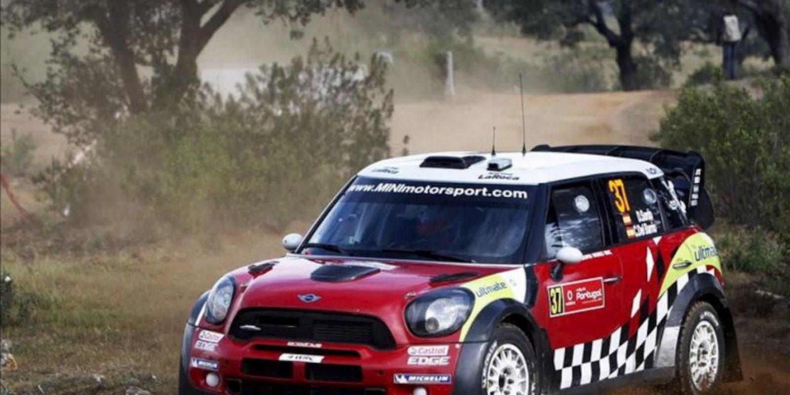 Los pilotos españoles Dani Sordo y Carlos del Barrio conducen su Mini John Cooper Works WRC durante la tercera jornada del Rally de Portugal, en Almodovar, Portugal, hoy. EFE