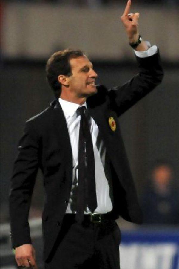 El entrenador del Milán, Massimiliano Allegri, durante el partido de la Serie A italiana que su equipo disputó ayer ante el Catania en el estadio Angelo Massimino en Catania. EFE/Archivo